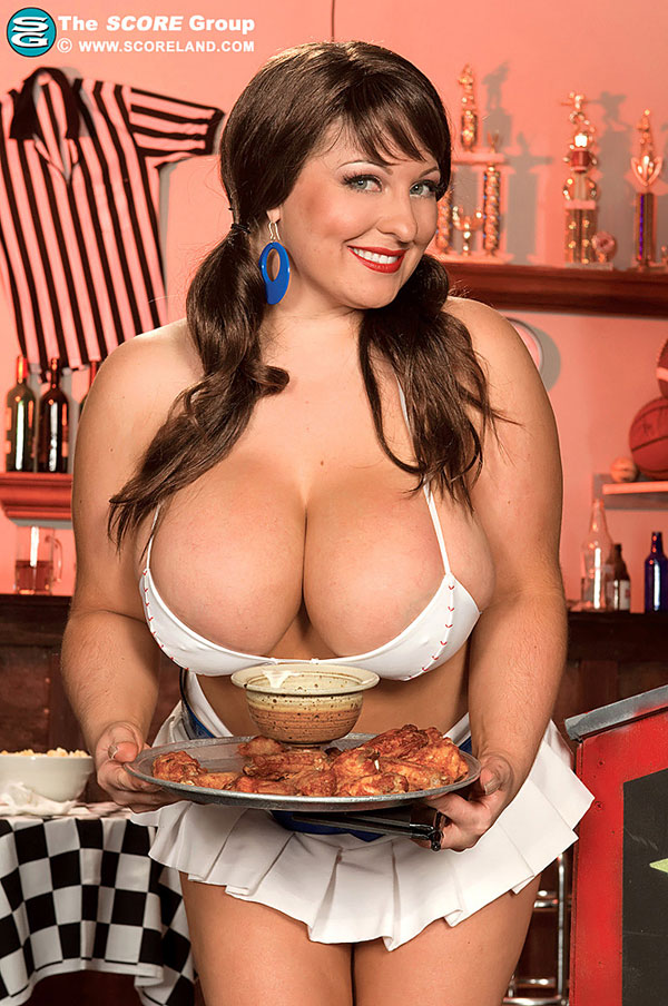 Sexy waitress Ange Gee show us her huge tits Scoreland