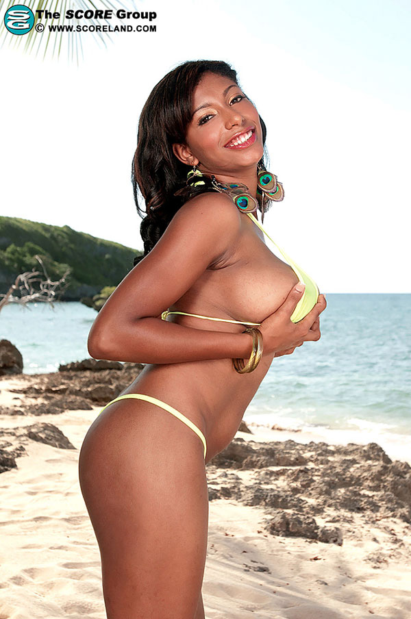Chica enjoys naked on beach scoreland.com