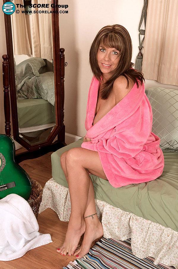 Angelina Verdi Scoreland.com