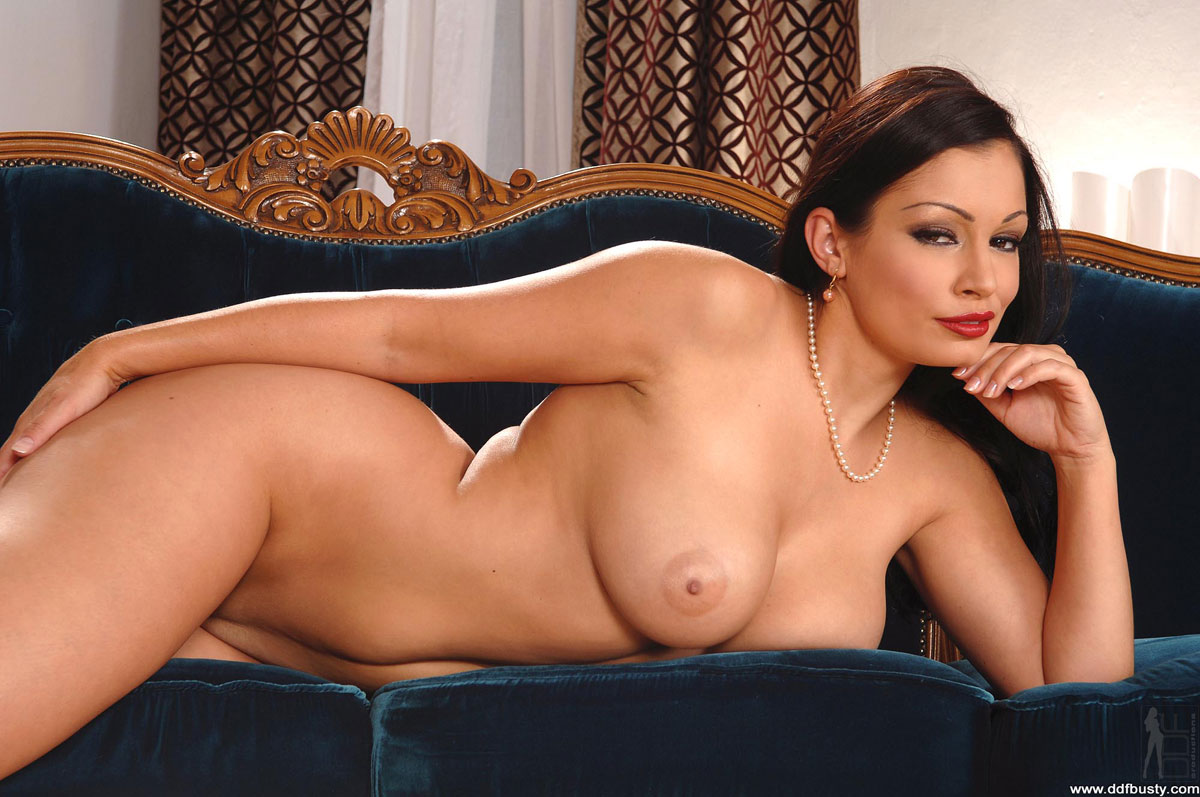 Carli banks on the sybian 5