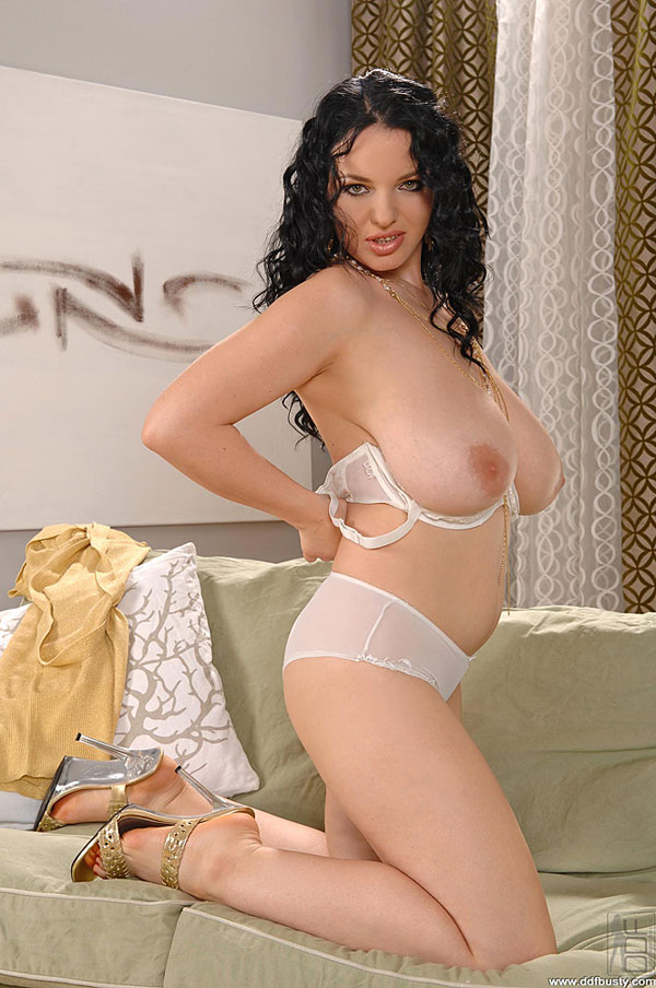 Joanna Bliss DDFbusty.com