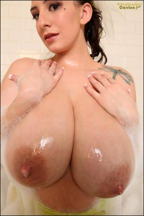 September Carrino tight soft pussy in the tub